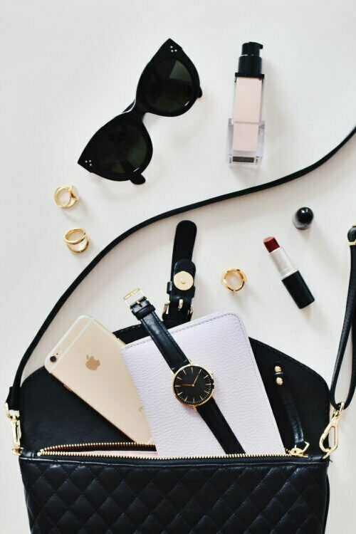 10 Things To Always Keep In Your Handbag